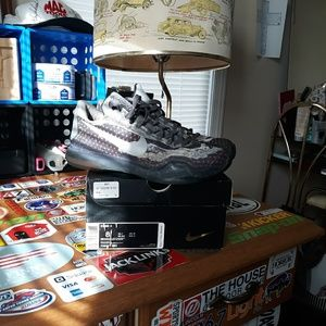 Nike Kobe X Pain Size 8 Shoes